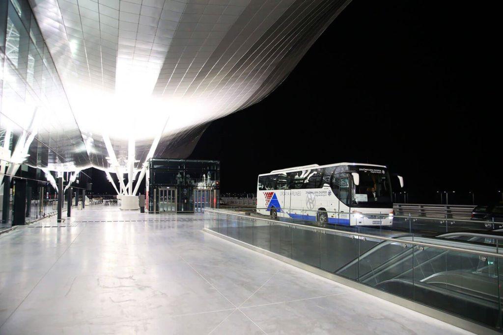 Hotel Royal Airport Dijeljenje Nas Cini Sretnima Dijeliti Dom S Vama
